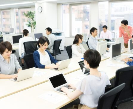 オフィスでWi-Fiを使うメリットデメリットや導入する際の注意点について解説!