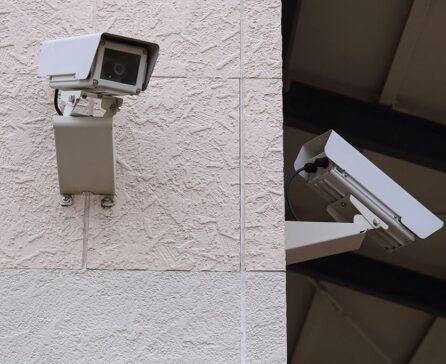 防犯カメラを設置するメリット・選ぶ際のポイントや注意点は?